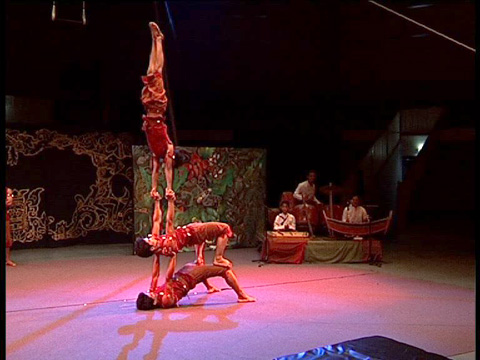 Ecole du cirque Phare Ponleu Selpak du Cambodge - Ban touy ban tom et cie