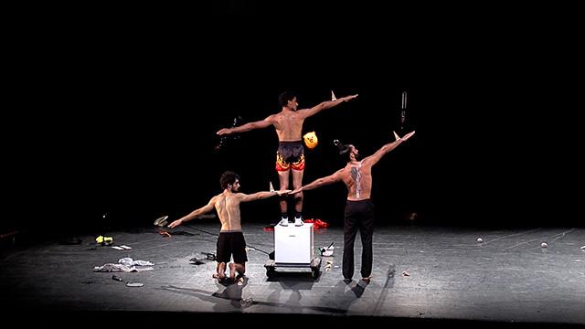 EDO Cirque - Piñatas don't cry